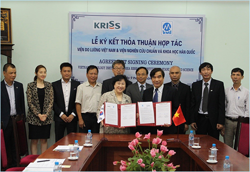 The signing ceremony of the cooperation agreement